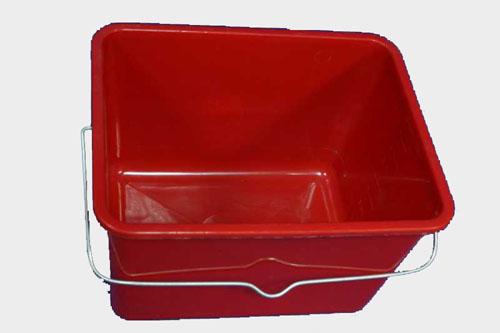 Для грунтовки обычно используют лоток для краски или ведро