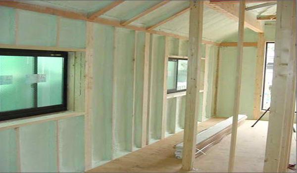 Подготовка стен к утеплению в деревянном доме