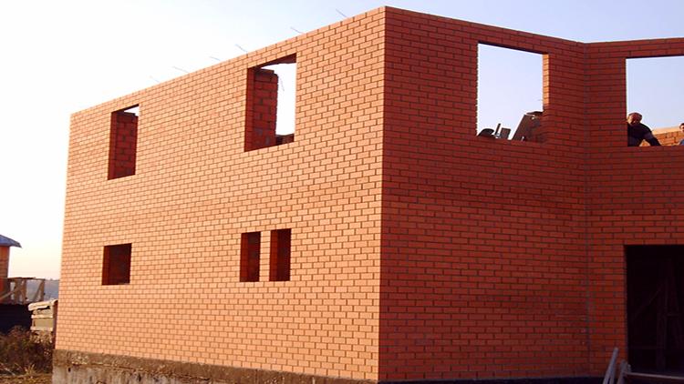 кирпичные стены дома