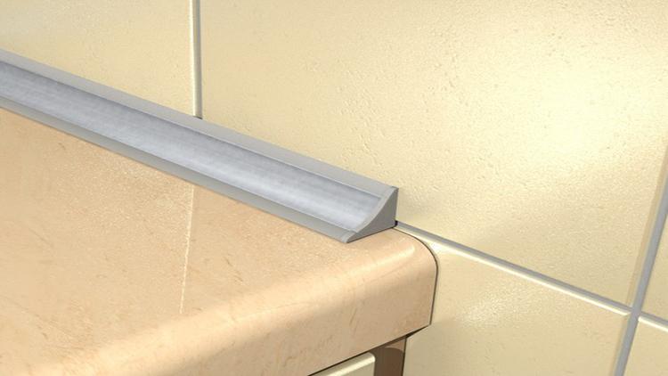герметизация щели между ванной и стеной