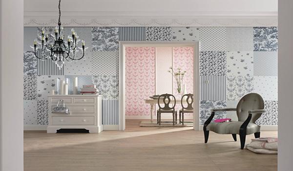 комната оклеенная обоями с разным рисунком