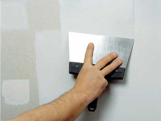 стена под мраморную штукатурку должна быть ровной