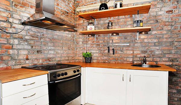 декорирование стен кухни кирпичом