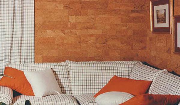 обшивка стены из пробковых панелей