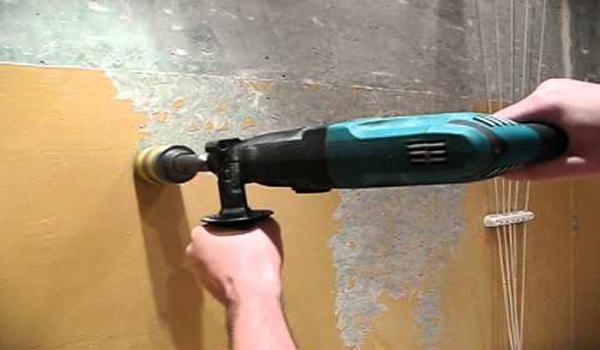 использование перфоратора для удаления краски