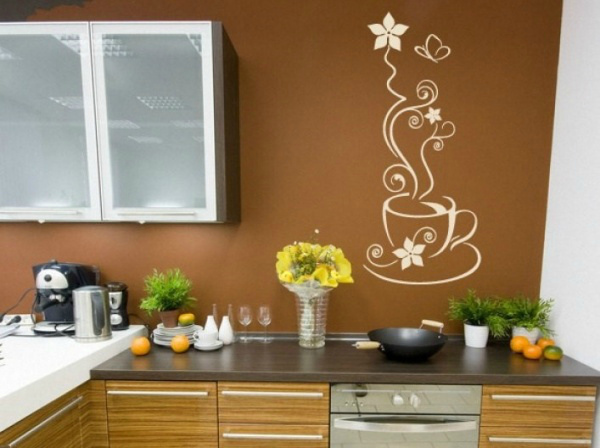 Трафаретный рисунок в декоре кухонной стены