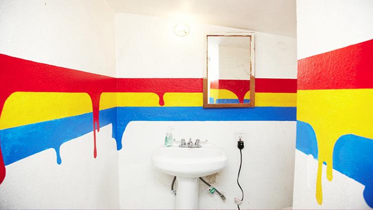 Оригинальная покраска стен в ванной