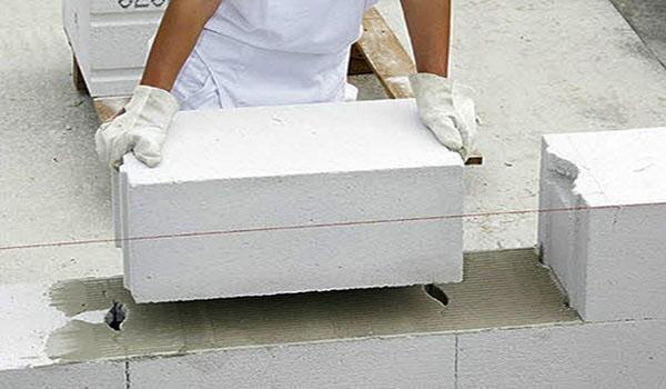 монтаж газобетонного блока по уровню нити