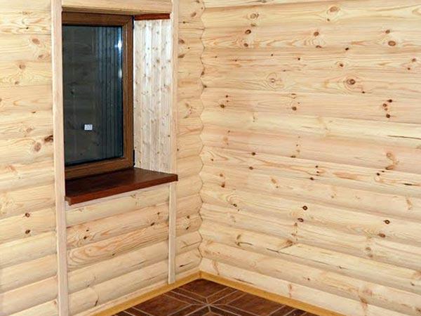 блок хаус на стене в предбаннике