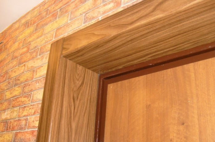 откосы входной двери из дерева