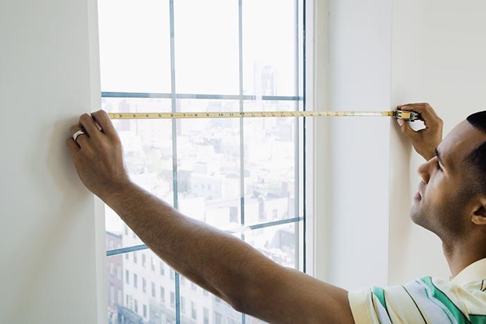 Измерение ширины оконного проема
