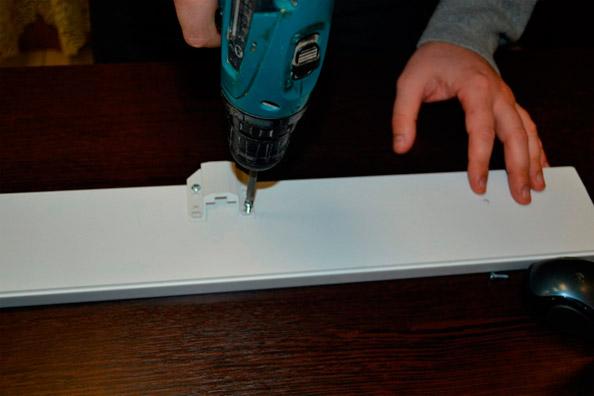 Кронштейн для крепления потолочного карниза