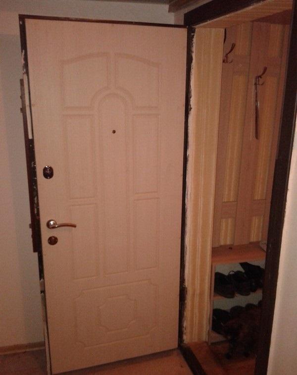 Дверь, отделанная панелями МДФ