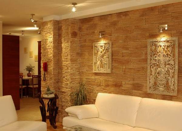 Стена, облицованная плиткой под кирпич