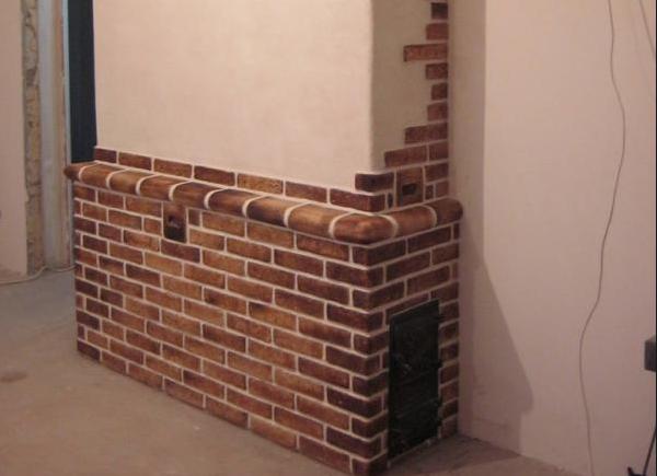 Печь, облицованная гипсовым камнем