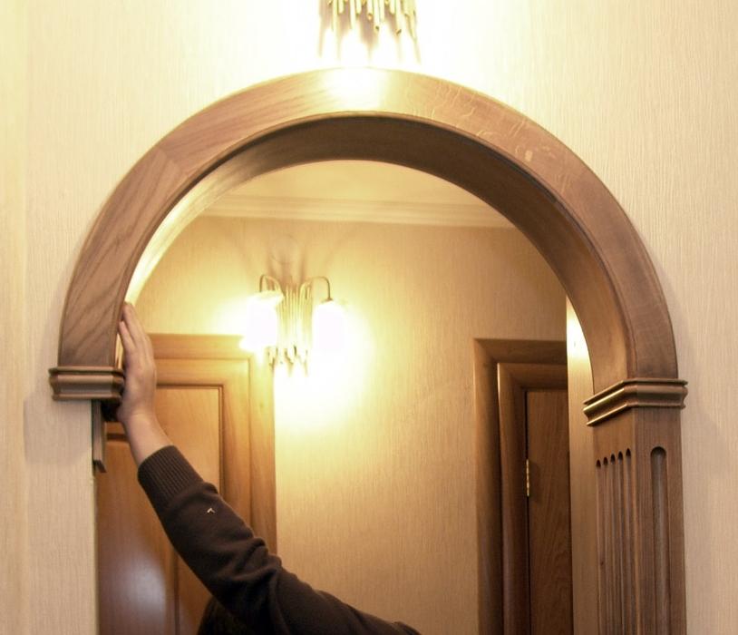 Установка декоративной деревянной арки дверного проема