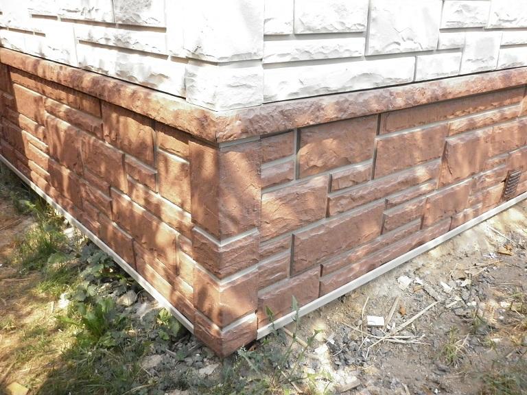 Цоколь, облицованный панелями под камень