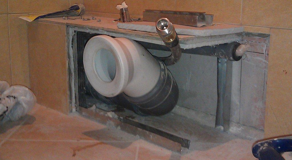 Скрытие канализационных труб под гипсокартоновый короб
