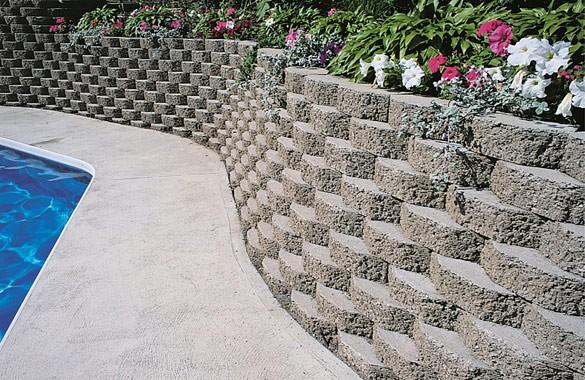 Красивая опорная стенка из бетона