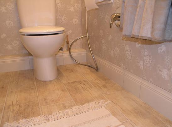 Интерьер ванной комнаты в теплых тонах