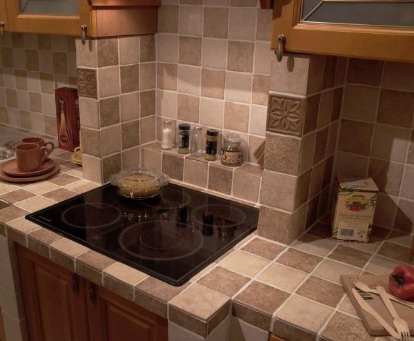 Курамическая плитка в интерьере кухни