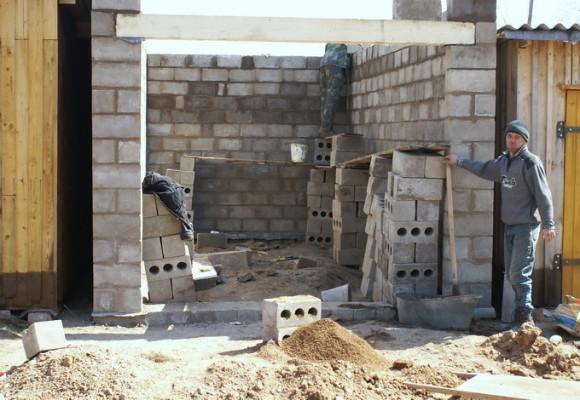 Возведение стен гаража из шлакоблоков