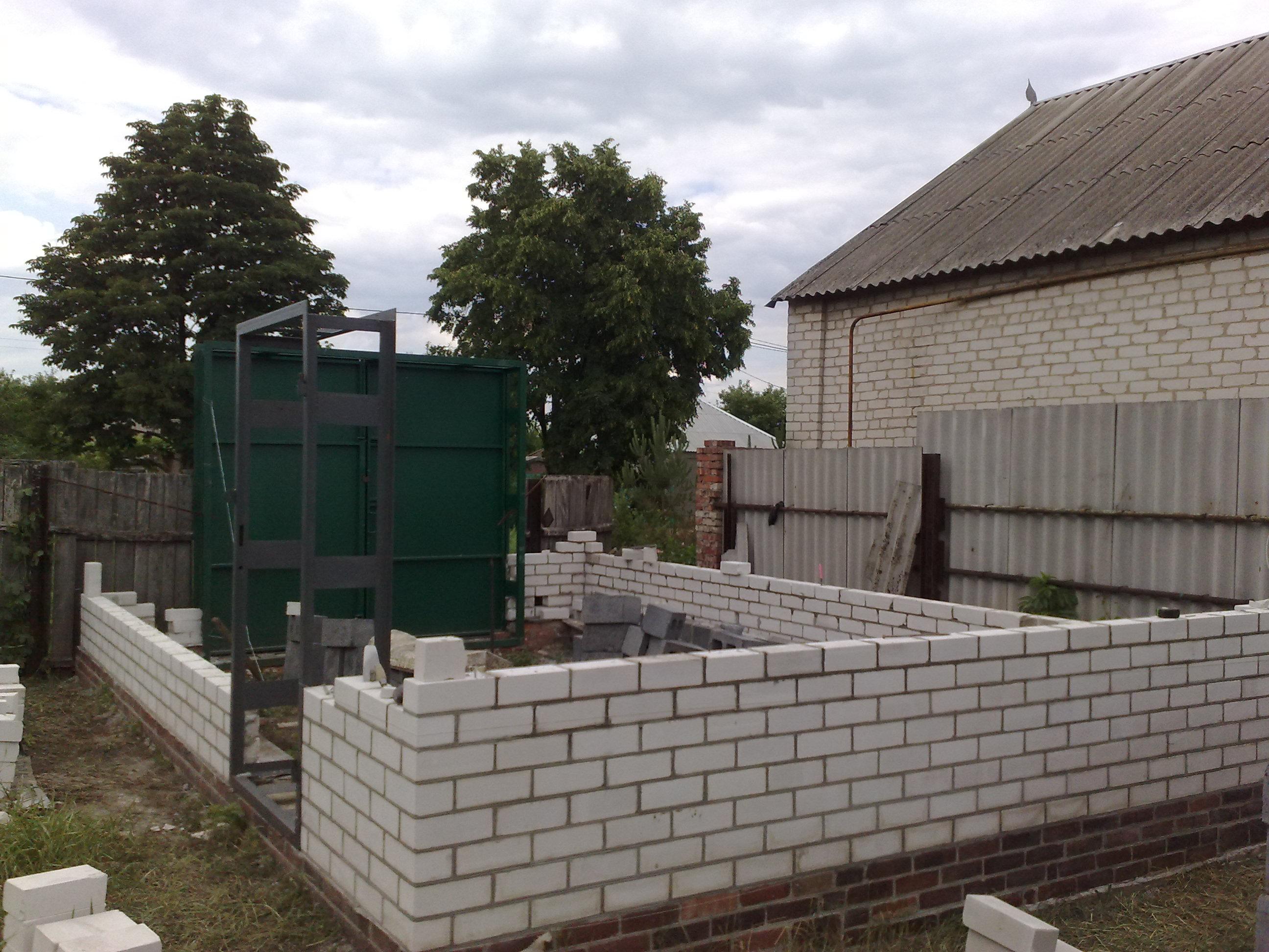 Строительство стен гаража из шлакоблоков