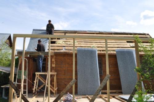 Установка крыши на деревянный гараж