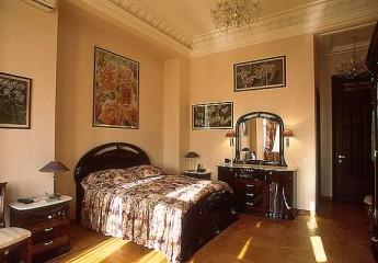 Варианты декоративной штукатурки в спальне с фото