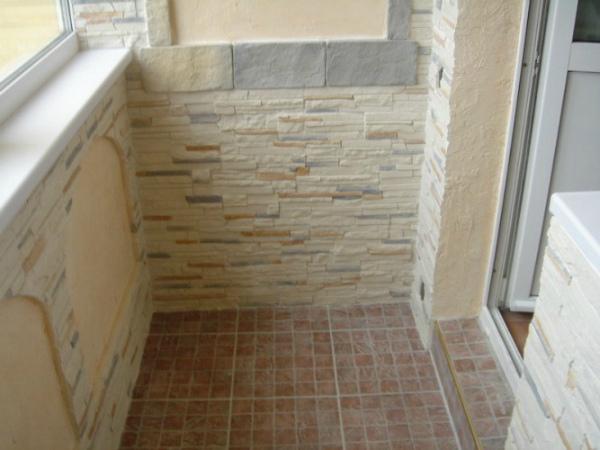 Отделка балконных стен декоративным камнем