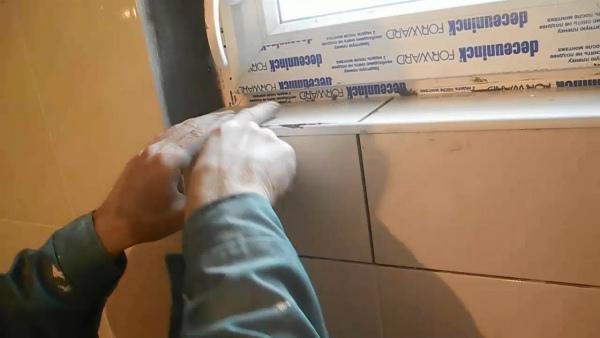 Процесс отделки откосов плиткой