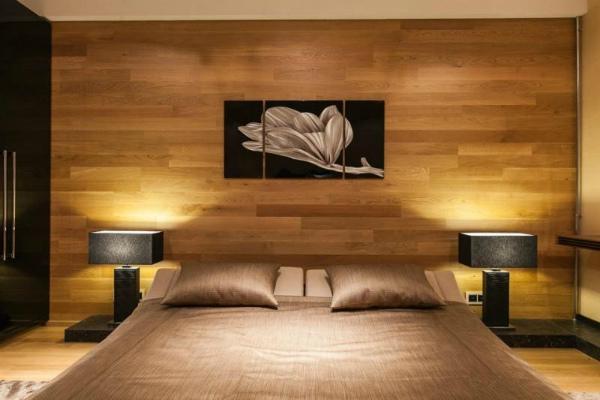 Ламинат в оформлении стены спальни