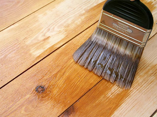 Покрытие деревянной поверхности лаком