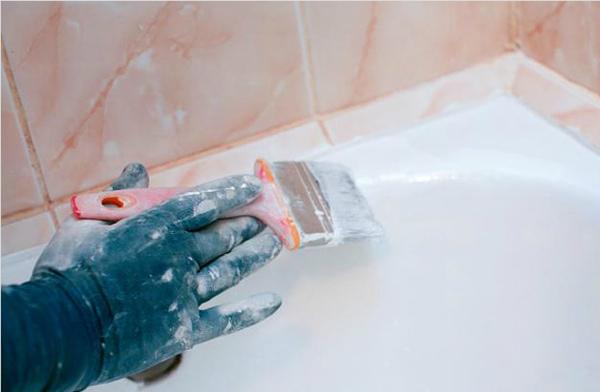 Восстановление эмали ванны кистью
