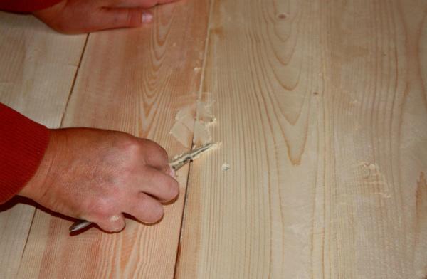 Шпаклевка деревянного поля масляно-клеевой смесью