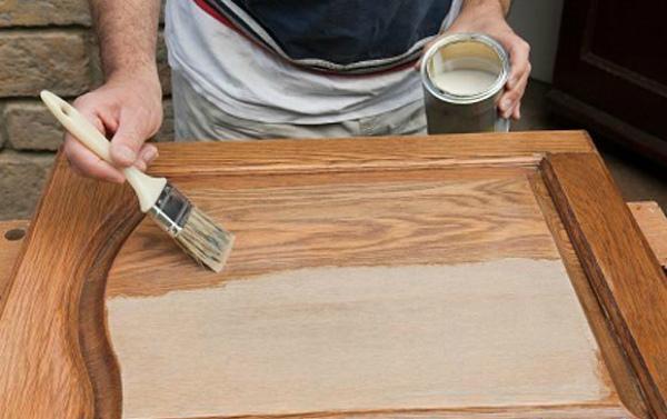 Наложение грунта на деревянную поверхность