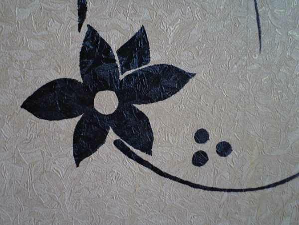 Трафаретный рисунок на обойном полотне