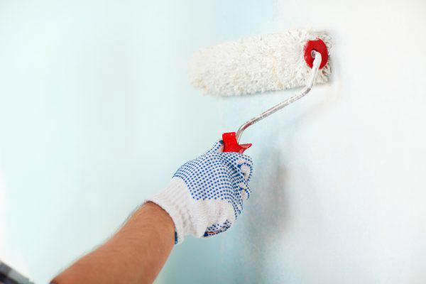 Закатка водоэмульсионкой обойных полотен