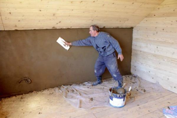 Отделка деревянного дома внутри глиняной смесью