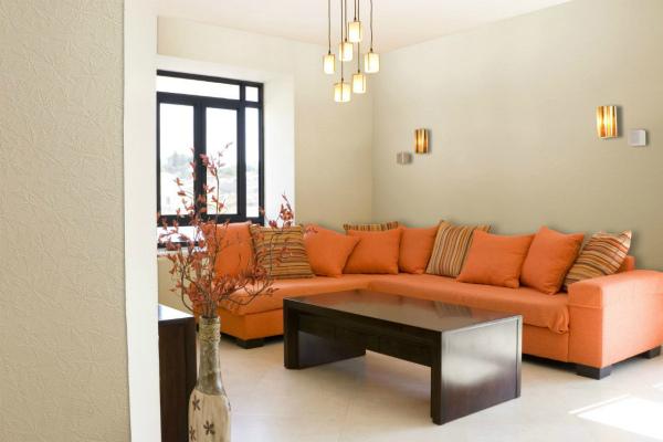 Применение стеклообоев в дизайне гостинной
