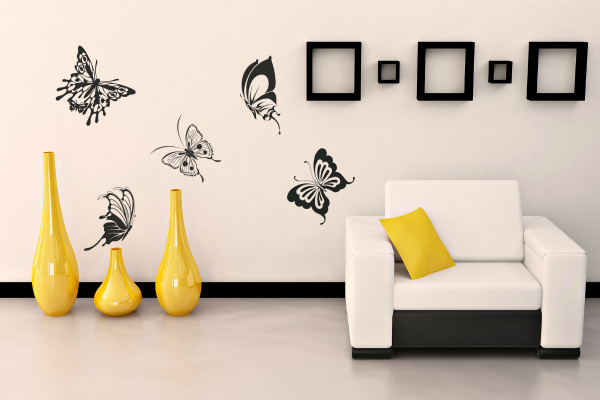 Трафаретный рисунок бабочек в гостиной