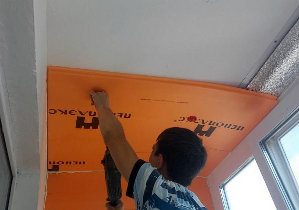 Монтаж пеноплекса на потолок лоджии