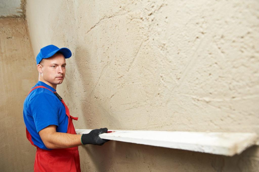 Важный черновой этап работы – выравнивание стен, потолков, полов