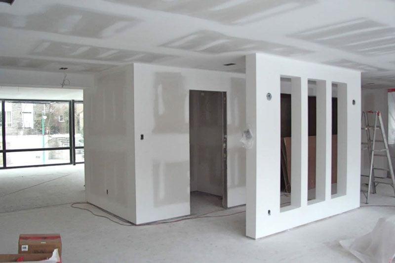 Стены и перегородки могут быть из кирпича и гипсокартона