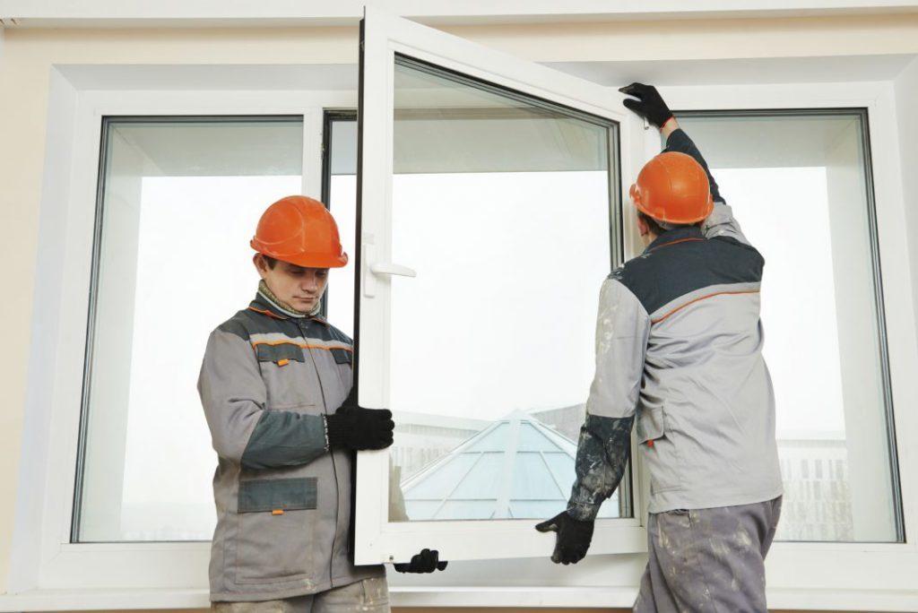 Устанавливать окна рекомендуем параллельно с монтажом входных дверей