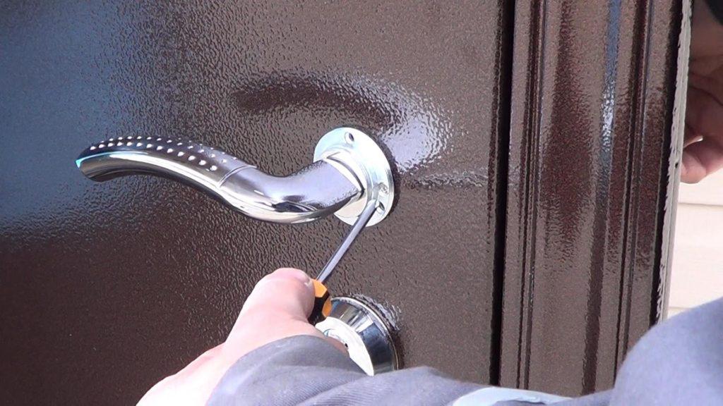 Удачный момент установить входные двери
