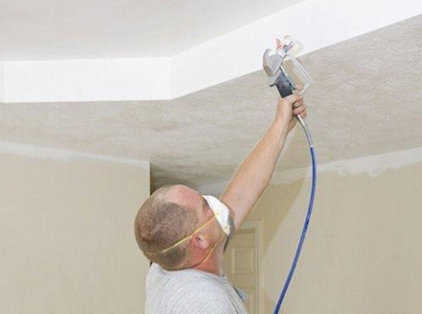 Стены и потолок можно белить известью
