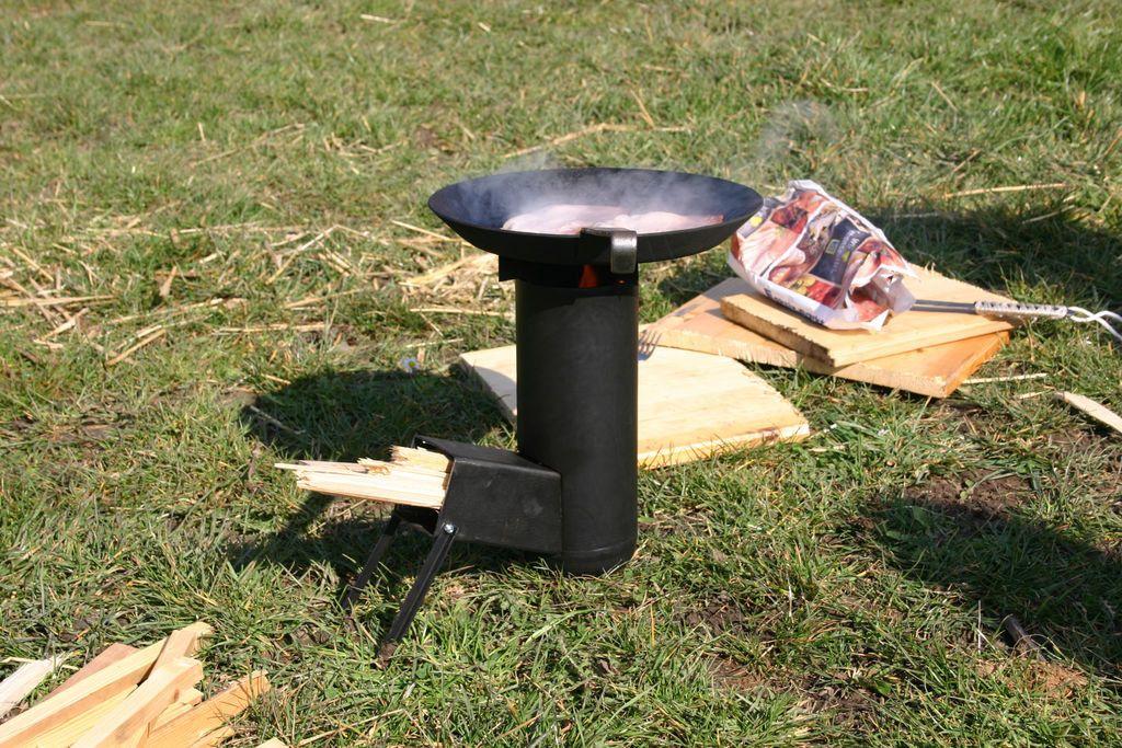 Ракетная печь для приготовления пищи в походных условиях