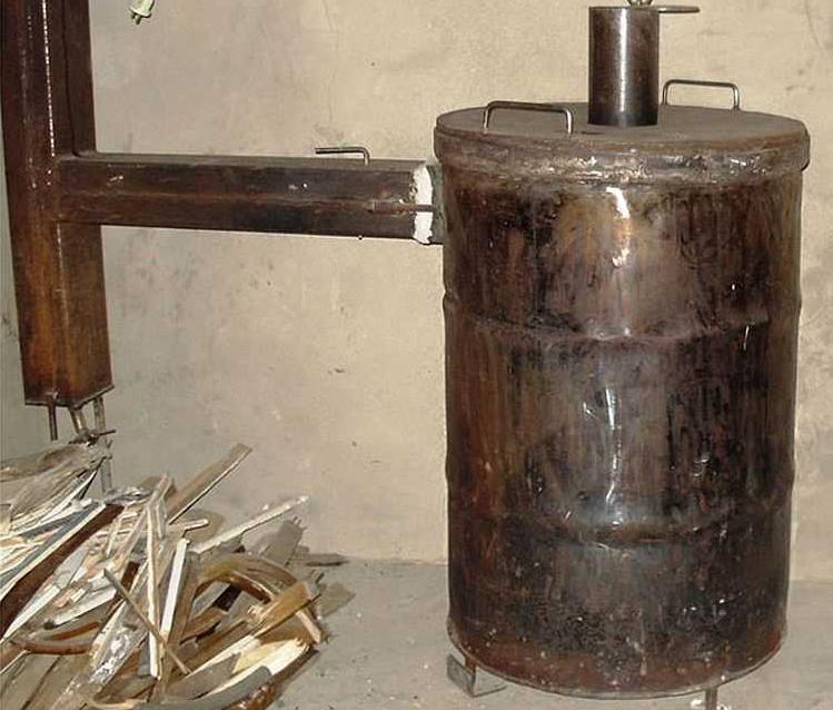 Самодельная буржуйка из старой металлической бочки