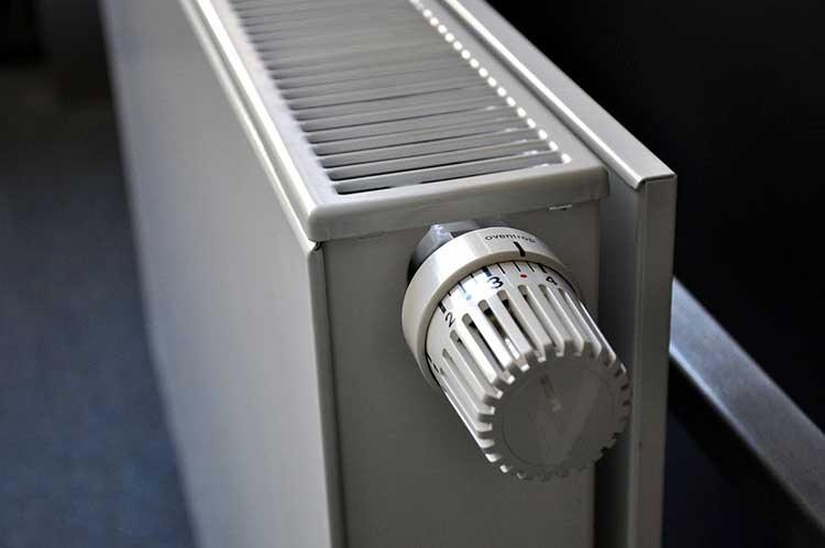 Наличие термостата позволяет регулировать температуру в помещении